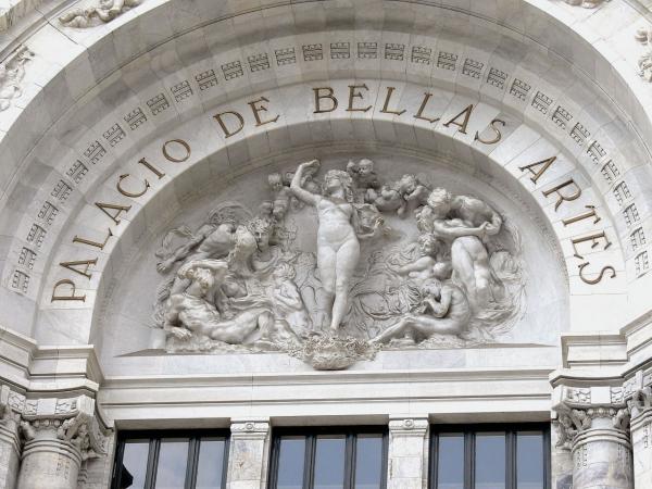 1280px-Palacio_de_Bellas_Artes_-_Fassade_Lünette