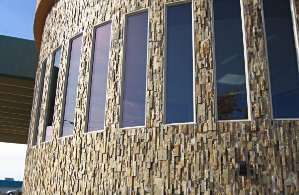 ma13_Norstone Ochre Stacked Stone Rock Panels Vertical Curved Wall