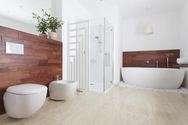 holz-im-badezimmer-600x400