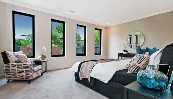Black-Aluminium-Awning-Windows-in-the-bedroom-768x517@2x